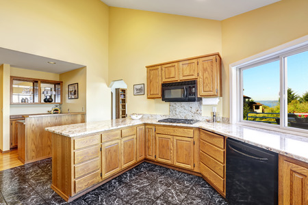 granite kitchen: Beautiful kitchen room with high vaulted ceiling black granite tile floor and granite tops