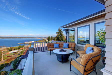 Cozy patio area with comfort settees and fire pit. Deck with Puget Sound view. Tacoma, WA Imagens