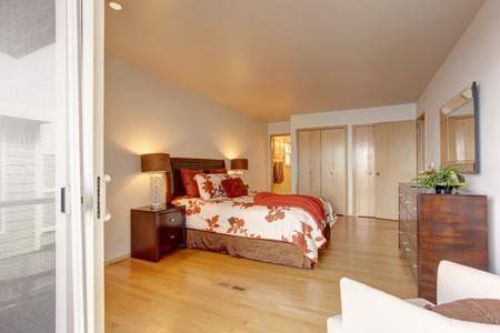 master bedroom: Romantic master bedroom interior with closet and bathroom. Bed with white and red bedding, decorated with pillows