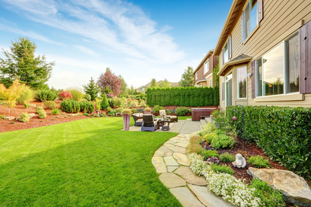 Impressive backyard landscape design with cozy patio area Stok Fotoğraf - 32696644