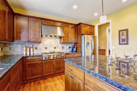 back kitchen: Luxury kitchen room with modern storage combination and tile back splash trim. Big kichen island with granite top