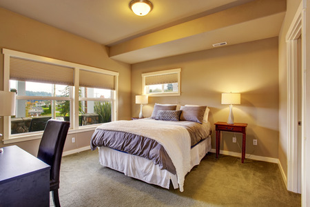queen bed: Beautiful bedroom with carpet windows and queen sized bed. Stock Photo