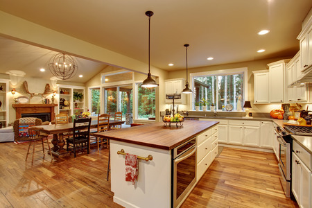 dinning room: Classic kitchen with hardwood floor, an island, and connected dinning room.