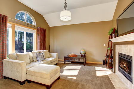 fireplace living room: The perfect family living room with cozy carpet and wonderful lighting. Stock Photo