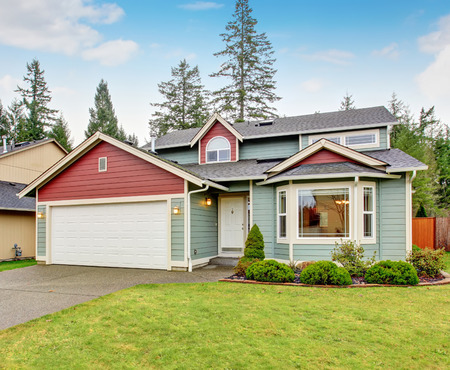 garage on house: Classic house with garage, driveway and grassy front yard. Stock Photo