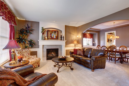 living rooms: Traditional living room in elegant home with the perfect decor.