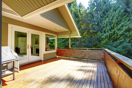 wooden deck: Simple large wooden deck with nice greenbelt scenery
