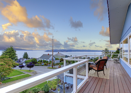 screened: Nicely furnished screened deck overlooking beautiful scenery Stock Photo