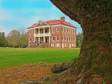 in charleston: Drayton Hall, historic plantation from 1738, Charleston, South Carolina