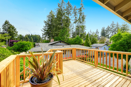 Nice deck with beautiful scenery, and space. American northwest home