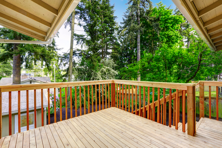 porches: Nice deck with beautiful scenery, and space. American northwest home Stock Photo