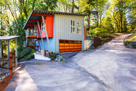 driveway: Amazing modern house with garage and a wonderful view of the lake. Spacious concrete driveway