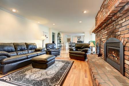 Woonkamer Eetkamer Set.Luxury Living Room Interior With Black Leather Sofa Set And Brick