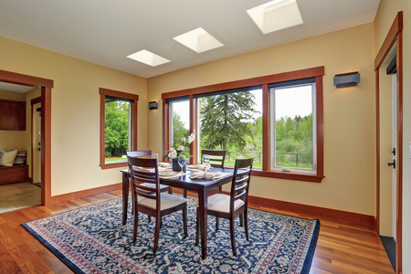 Oriental Rug Bright Dining Room Interior Design With Elegant Table Setting Has Hardwood Floor