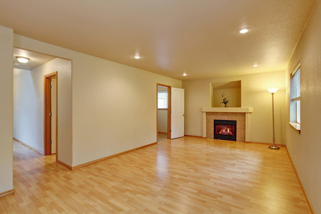 high ceiling: Spacious living room with high ceiling. Fireplace and new hardwood floor in empty new house Stock Photo
