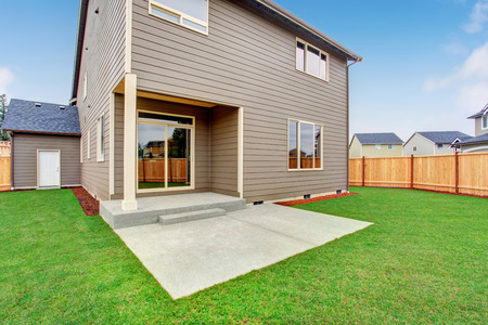 curb appeal: Fenced back yard exterior with well kept lawn. Traditional house