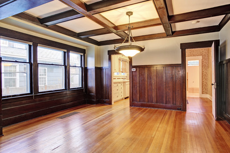northwest: Empty room with wood paneled walls and coffered ceiling.American craftsman house interior.   Northwest, USA Stock Photo