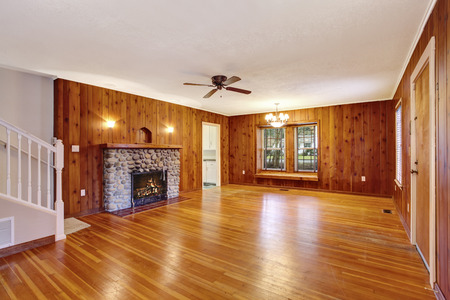 pannel: Empty room interior with wooden pannel trim, hardwood floor and fireplace. Northwest, USA Stock Photo