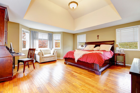 high ceiling: Elegant bedroom with cherrywood furniture set, shiny hardwood floor and high ceiling. Northwest, USA Stock Photo