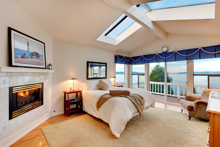 the vaulted: Vaulted ceiling bedroom with marine concept in Redondo Washington, Northwest, USA Stock Photo