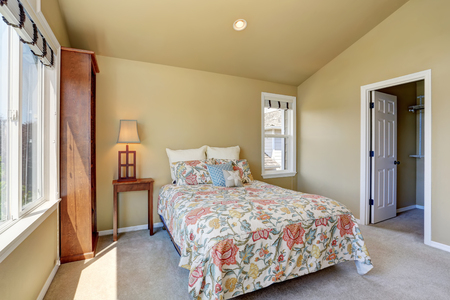 northwest: Colorful single bed in upstairs bedroom. Northwest, USA Stock Photo