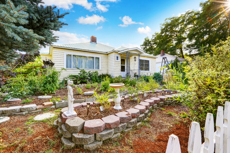 curb appeal: Curb appeal of old house with nice landscape design. Northwest, USA Stock Photo