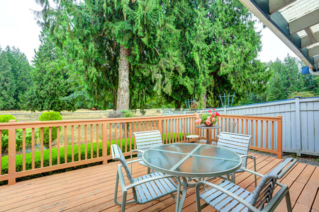 tacoma: View of walkout deck with Patio furniture. House exterior in Tacoma. Northwest, USA Stock Photo