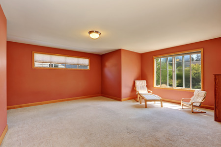 northwest: Red  room with two chairs and carpet floor. Northwest, USA Stock Photo