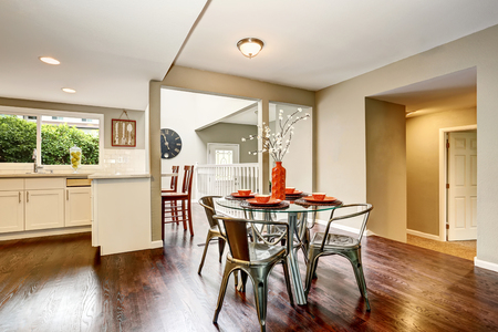 northwest: Open floor plan. Modern dining area with glass table. Hardwood floor. Northwest, USA Stock Photo