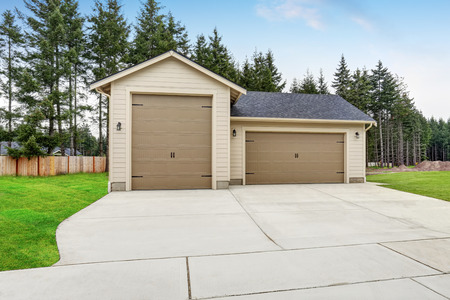 northwest: Separate garage and shop room with driveway. Northwest, USA