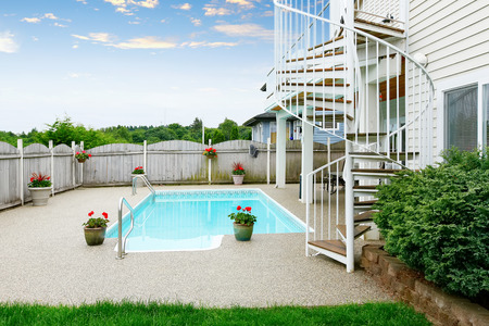 seating area: Luxurious home with large pool and covered seating area. Northwest, USA Stock Photo