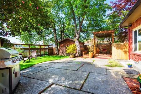 northwest: Backyard deck with pergola and concrete patio. Northwest, USA Stock Photo