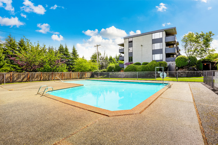 northwest: Residential building with swimming pool and patio area. Northwest, USA Stock Photo
