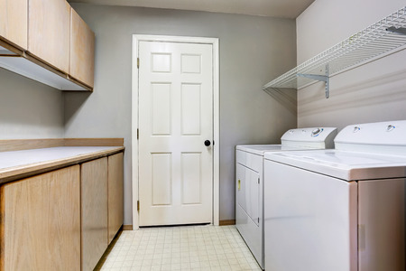 interior spaces: Laundry room with washer and dryer with tile floor. Northwest, USA Stock Photo