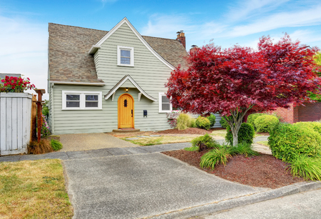 curb: Classic American house exterior with nice landscape desing. Curb appeal. Northwest, USA