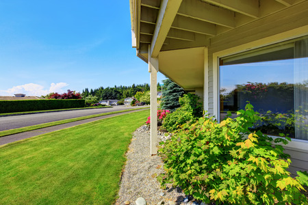 luxury house: View of driveway near luxury American house exterior. Northwest, USA Stock Photo