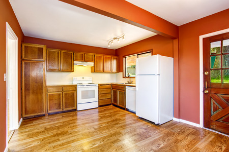 woden: Kitchen room interior with woden cabinets, hardwood floor and red walls. Northwes, USA Stock Photo