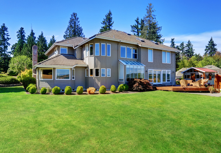 curb appeal: Great curb appeal of luxury house with back deck and well kept lawn. Northwest, USA Stock Photo