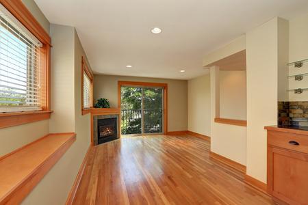 fireplace living room: Empty living room with corner fireplace and polished hardwood floor. Northwest, USA Stock Photo