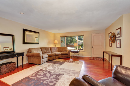 view of a spacious living room: Cozy Spacious living room with cherry wood floor. Entrance door view. Northwest, USA