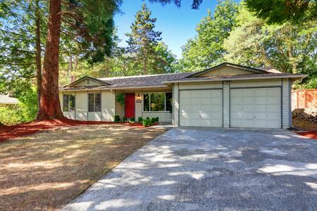 rambler: American rambler exterior with double doors garage and red front door. Northwest, USA Stock Photo