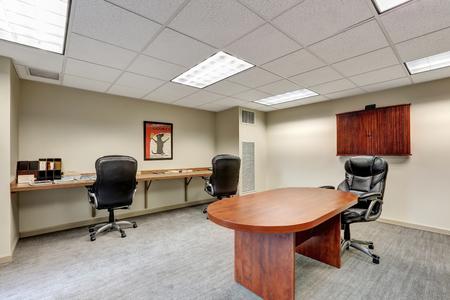 사무실에서 작은 현대 회의실 인테리어입니다. 미국 노스 웨스트