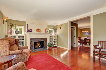 nice living: Nice Living room with vintage furniture and red rug. Also brick fireplace, two bookcases and wood flooring. Northwest, USA