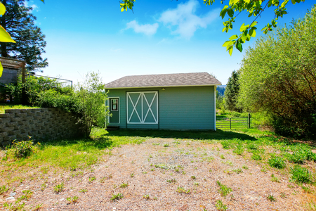 garden styles: Blue shed in the back yard. Northwest, USA Stock Photo
