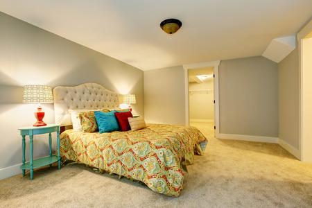 northwest: Bedroom interior with carpet floor and nice bedding. Northwest, USA Stock Photo