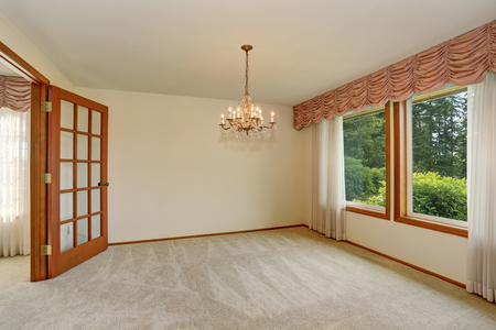 remodeled: Empty room interior with carpet floor and nice chandelier. Northwest, USA Stock Photo