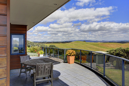 second floor: Beautiful terrace of Aurora Lodge overlooking amazing view . Waipu, New Zealand