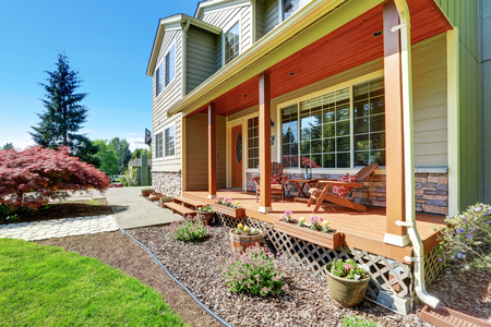 adirondack: Entrance porch with columns and adirondack chairs with red cushions. Northwest, USA Stock Photo