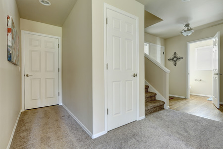 furnished: American house hallway interior in beige color with brown gray carpet floor. Northwest, USA Stock Photo