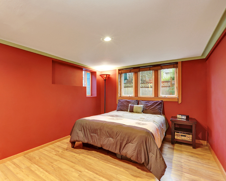 architecture bungalow: Red bedroom interior design in American bungalow. Northwest, USA